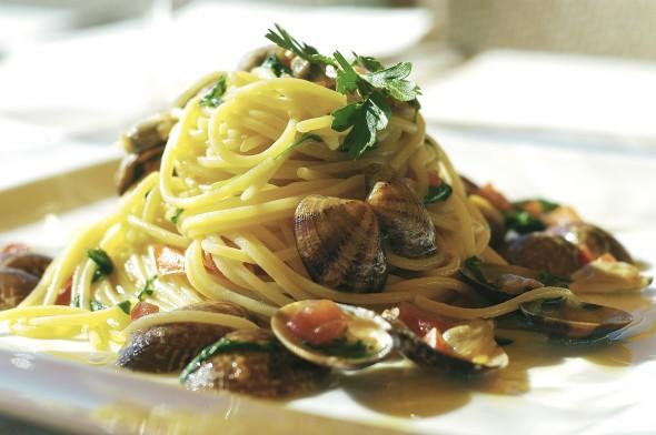 ... di mareeee…..Spaghetti allo scoglio e alle vongole | ILA & the city